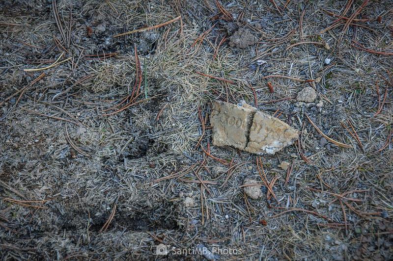 Huellas de maquinaria pesada en una pista de Plateau de Beille