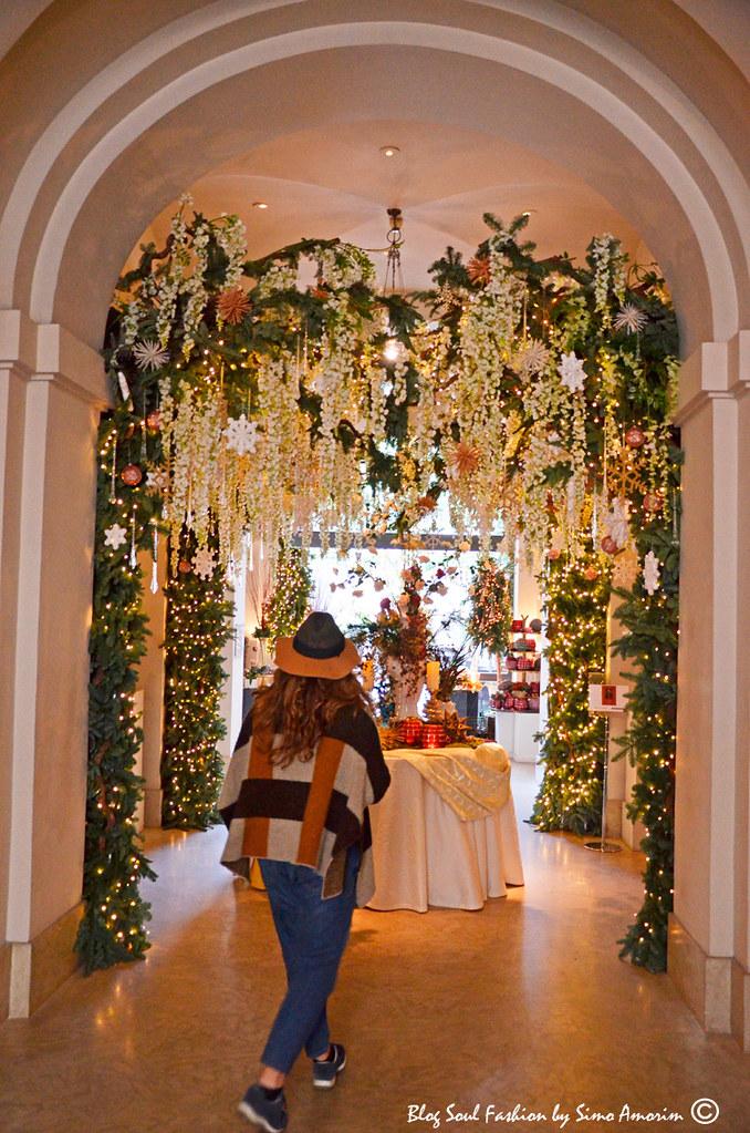 E aqui a maravilhosa decoração de Natal do atrio do Hotel de Russie by Sebastian