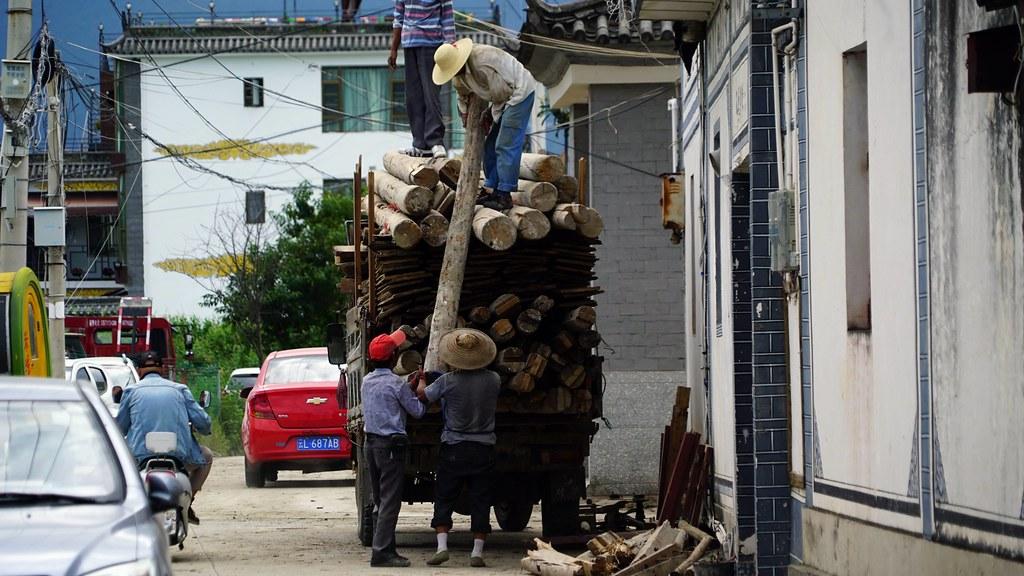 過熱觀光,改變洱海農村樣貌,鐵腕停業,又再重創居民經濟。攝影:郭志榮
