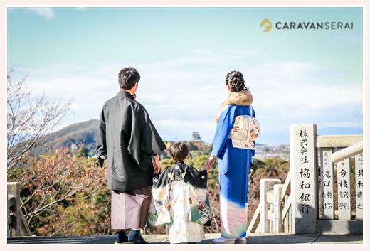 犬山成田山から犬山城を望む七五三の家族