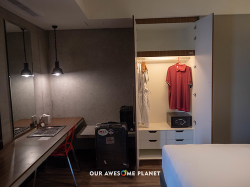 B Hotel Room 801-10.jpg | by OURAWESOMEPLANET: PHILS #1 FOOD AND TRAVEL BLOG
