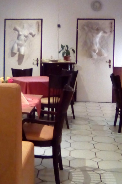 "Bad Rappenau, November 2018 ... Pizzeria ... Die Toiletten ""Romeo und Julia"" ... Foto: Brigitte Stolle"