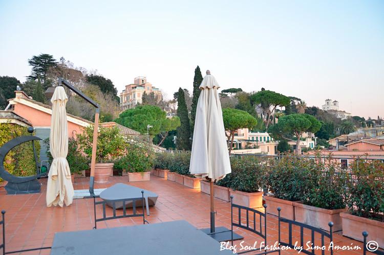 O terraço da suíte presidencial Nijinsky com vista pra Trinità dei Monti