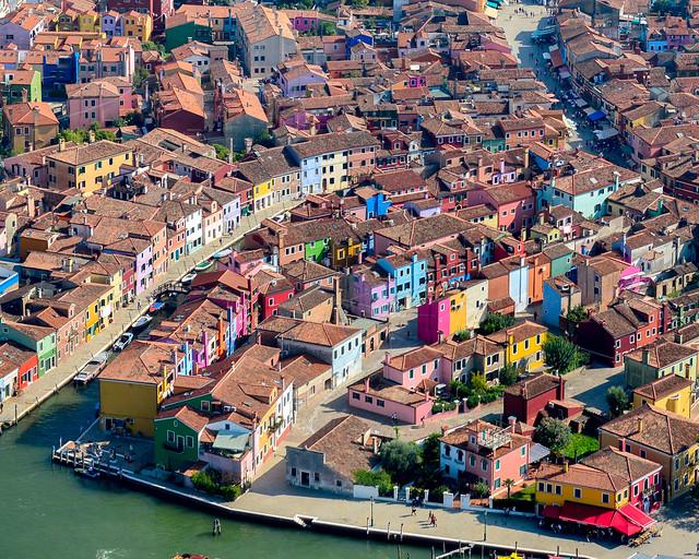Fachadas de color de Burano desde el aire