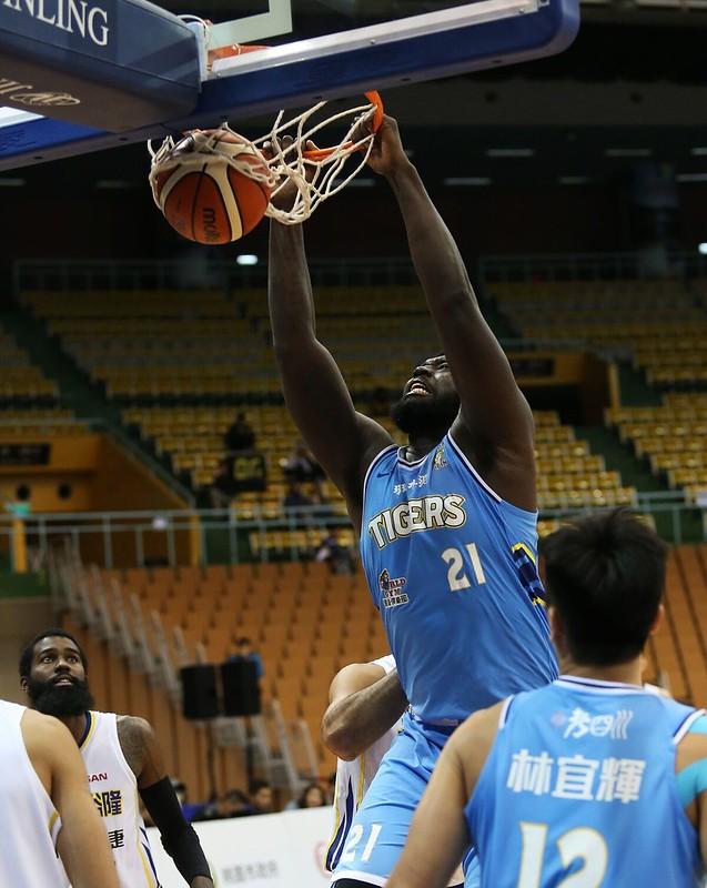 麥克連本場比賽繳出23分、19籃板。(中華籃協提供)