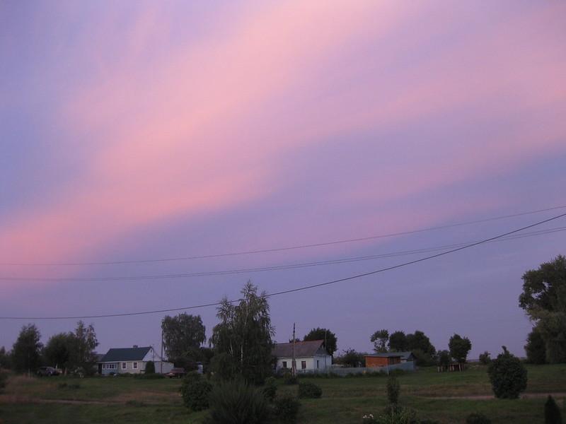 Вечерний закат над домом Исаевых и Маркиных