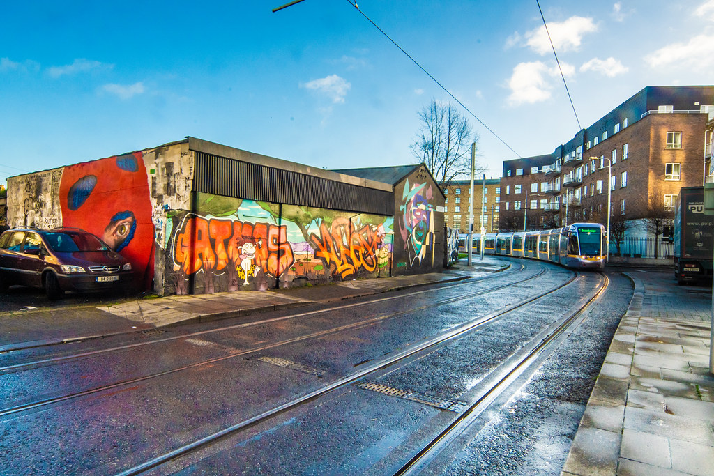 STREET ART AND A TRAM - PETERS PLACE 003