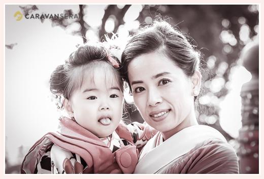 七五三 着物の女の子とママ