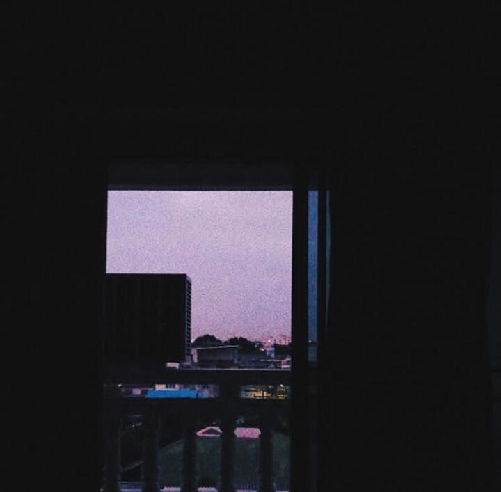 ตะวันลับขอบฟ้าในยามเหงา