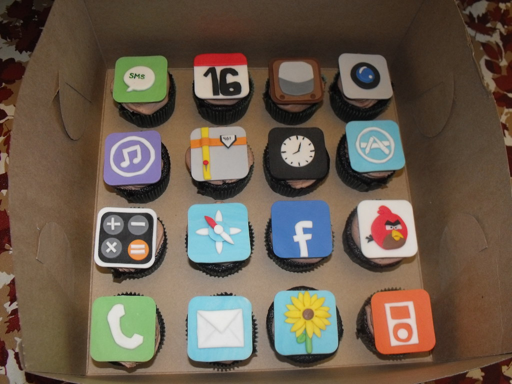 Sweet 16 Iphone Cupcakes A Sweet 16th Iphone Cake Cupc Flickr