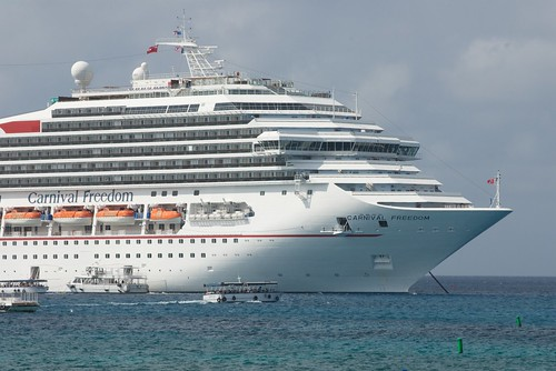 January 2011 - Vacation on Grand Cayman - Cruise Ships at Anchor | by pmarkham
