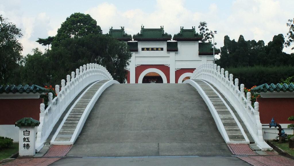 White Rainbow Bridge, Chinese Garden, Singapore   Equina.Firesong ...