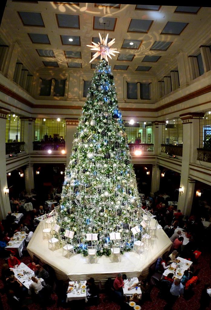 Walnut Room Christmas Tree 2010 | Taken on a Chicago Archite… | Flickr