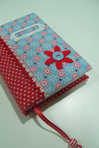 A Fabric Book Cover Pattern : Agenda forrada vermelho e azul uma combinação que eu