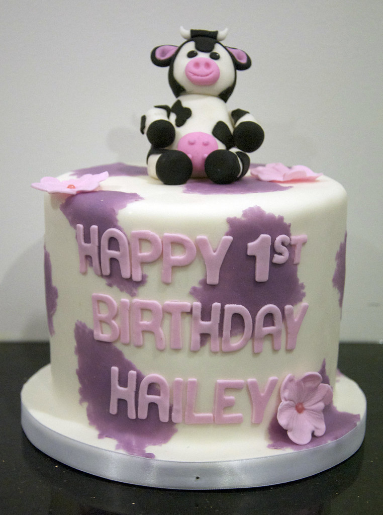 Cow Birthday Cake A 6 Round 1st Birthday Cake With A Purp Flickr