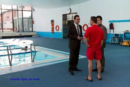 Alcalde de pinto visita la piscina municipal la piscina for Piscina municipal de pinto