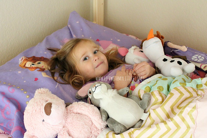 Tips for helping your toddler sleep through the night! A must-read for parents of toddlers!