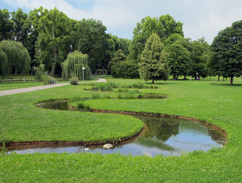 Sharp Curves in the Castle Park, Stuttgart, Germany | by Batikart