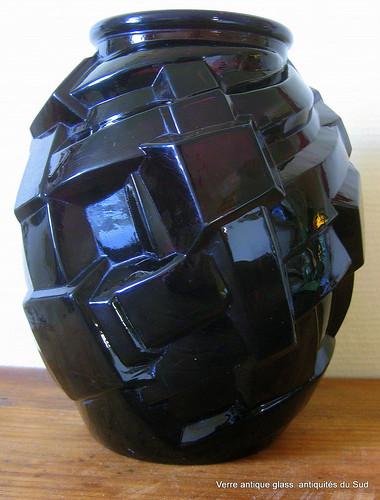 vase art d co en verre violet sombre vendu fil flickr. Black Bedroom Furniture Sets. Home Design Ideas