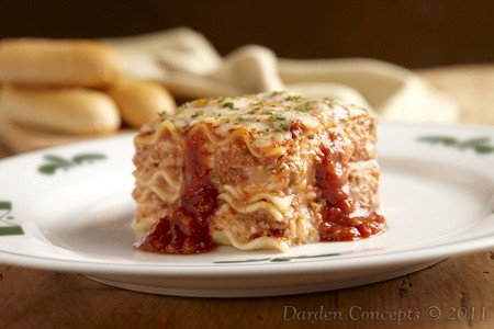 Lasagna classico layers of pasta meat sauce and a mix of flickr for Olive garden lunch lasagna classico