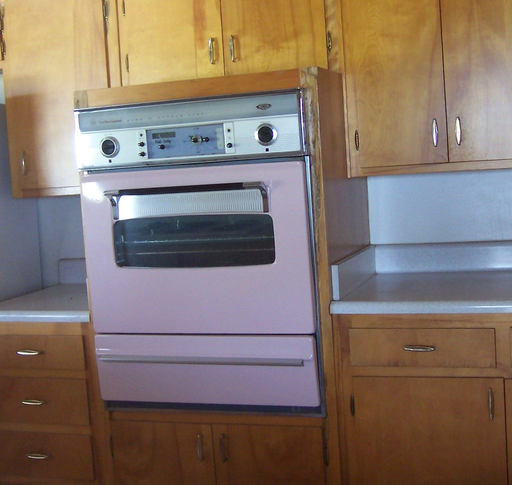 Pink Whirlpool Wall Oven | In a house I had looked at, and i… | Flickr