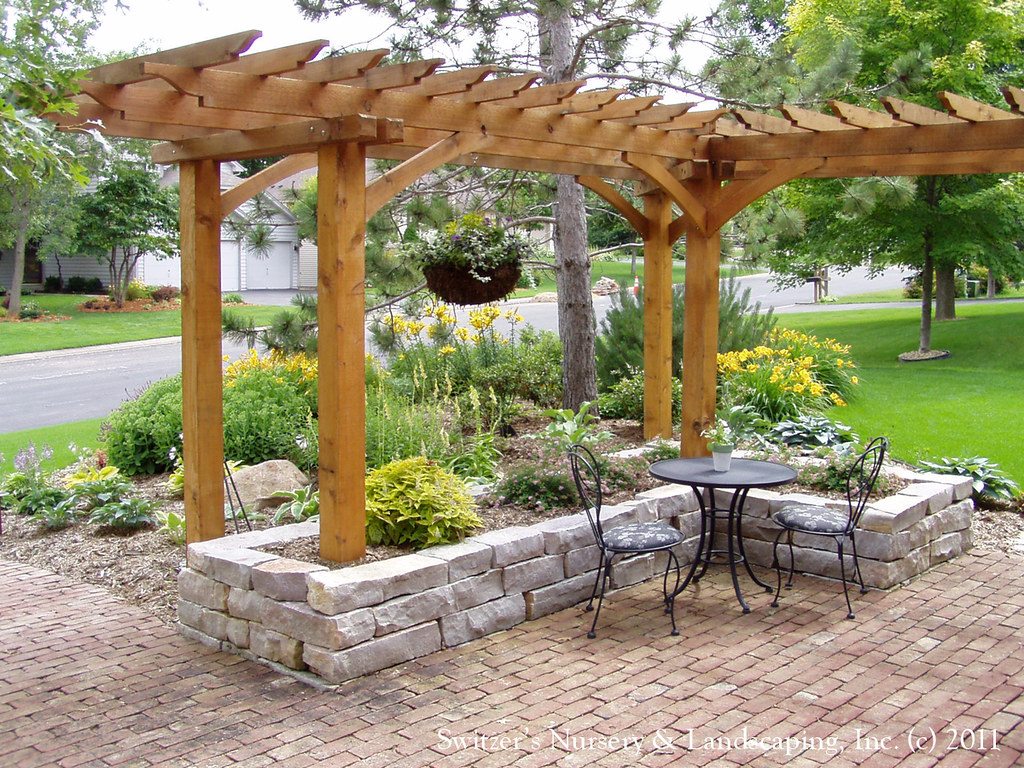 ... Front Yard Patio, Entry L Shaped Pergola And Chilton Stone Raised  Planter On Salt Box