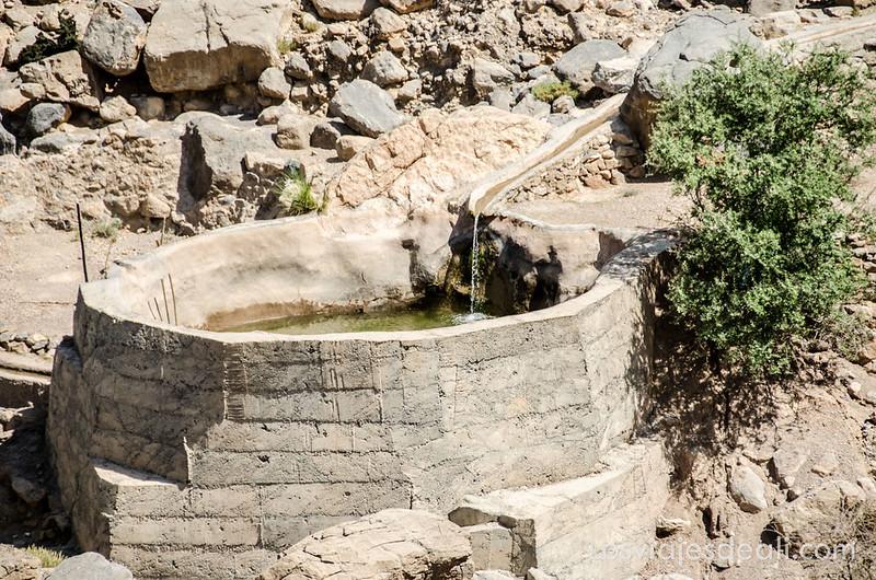 sistema de riego falaj en la cordillera Al Hajar