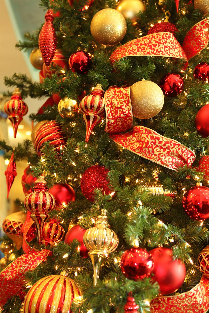 red and gold christmas trees by christmas specialists - Red Gold Christmas Tree
