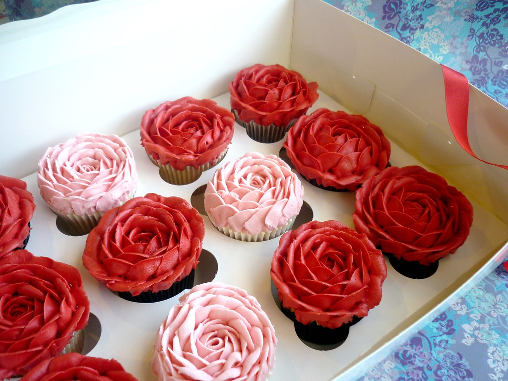 Schön ... Boxed Valentineu0027s Rose Cupcakes | By Star Bakery (Liana)
