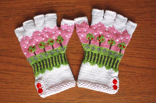 Snow Day fingerless gloves | by maribelmade