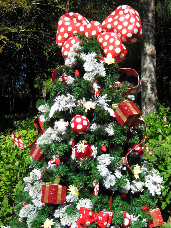 minnie mouses christmas tree by meeko_