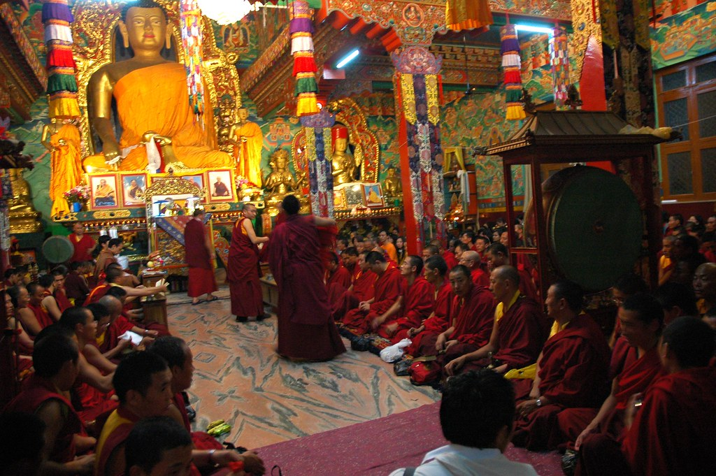 Resultado de imagen para images of lamas in ceremony i tibet