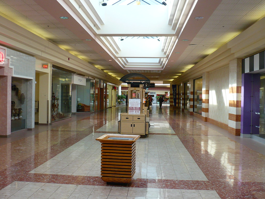 North Dekalb Mall Hall Of Vacant Stores Jonathan Barber Flickr