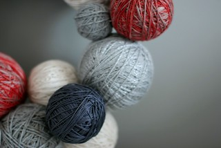 crafting : making a yarn wreath for this christmas | by un arc en ciel dans le lavabo