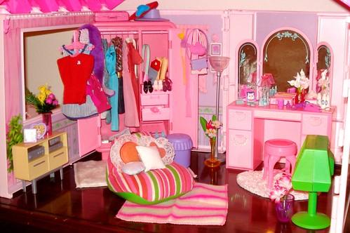 Barbie dressing room barbie creations flickr - Barbie living room dress up games ...