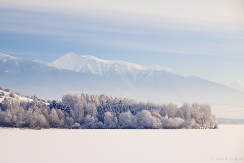 Winter Symmetry in the Cold Morning ~ Liptov, Slovakia | by Martin Sojka .. www.VisualEscap.es