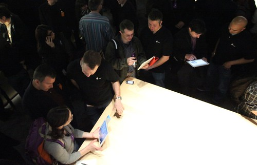 The press takes a look at iPad 2 | by Robert Scoble