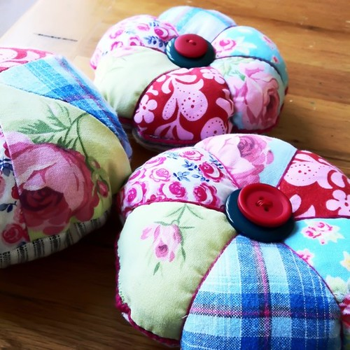 Look what I'm making! Gorgeous pin cushions. Would you like one? | by mizzledrizzle