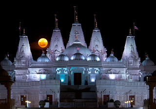 """Supermoon"" rises over BAPS Shri Swaminarayan Mandir 
