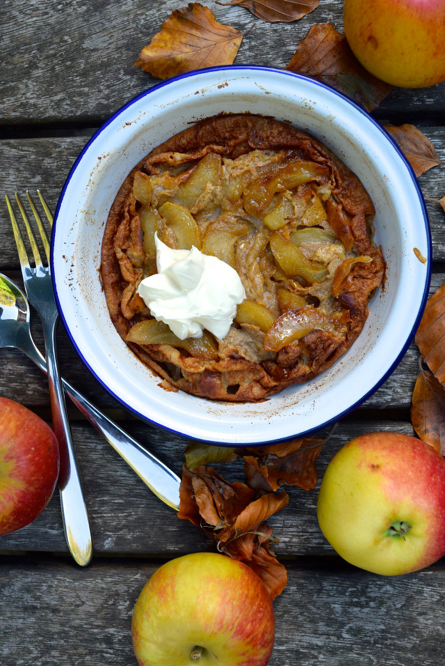 Caramelised Apple & Cinnamon Dutch Baby Pancake | www.rachelphipps.com @rachelphipps