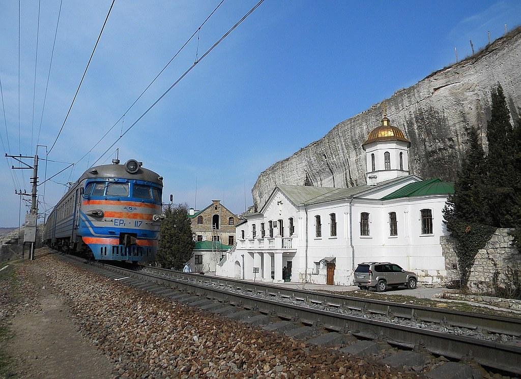The AeR-1 suburban electric train is passing the St Clement cave monastery - Пригородная электричка ЭР-1 проходит мимо пещерного монастыря св. Климента