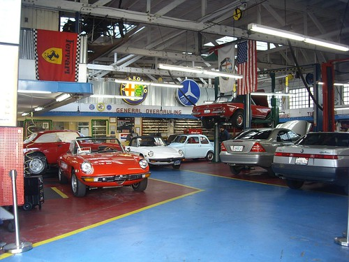 Vintage car garage workshop terence 39 s highlight of the for Garage new s villejuif