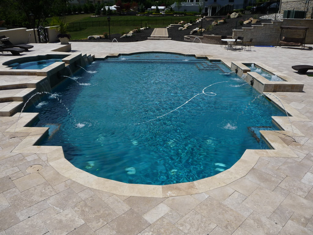 custom roman style swimming pool and spa by custompoolproscom - Roman Swimming Pool Designs