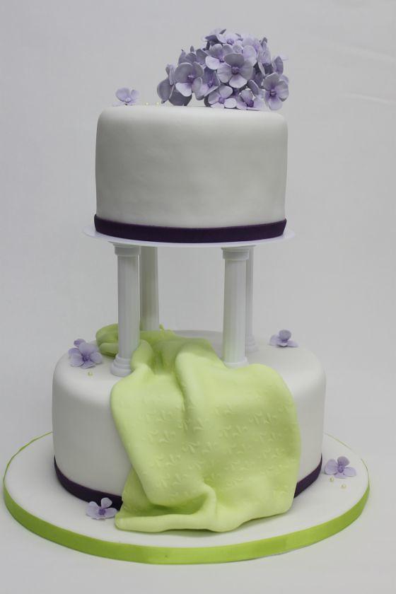 2 Stockige Hochzeitstorte Auf Saulen Mit Fliderfarbener Ho Flickr