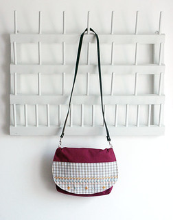 Violet red mosaic clutch | by Mundo Flo