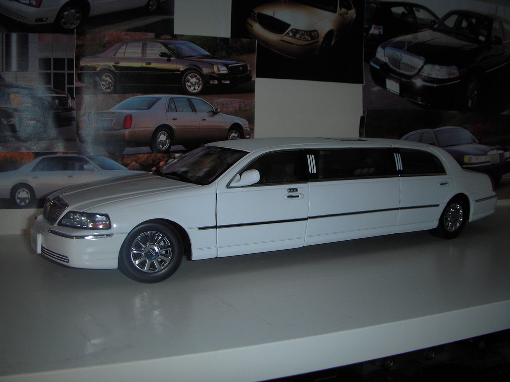 2003 Lincoln Town Car Limousine 1 18 By Sunstar Basicly T Flickr