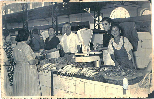 Puesto de pescado en la antigua plaza de abastos foto - Polveros en dos hermanas ...