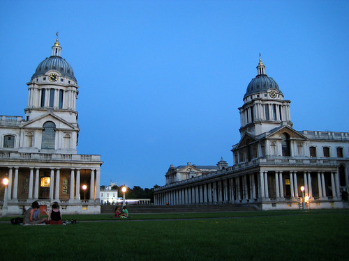 how to get to greenwich university by train