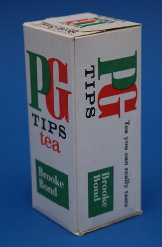 1976 brooke bond pg tips tea box