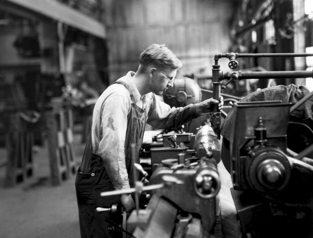 Midvale Company mechanic Larson medium grinding on Noton – Machine Mechanic